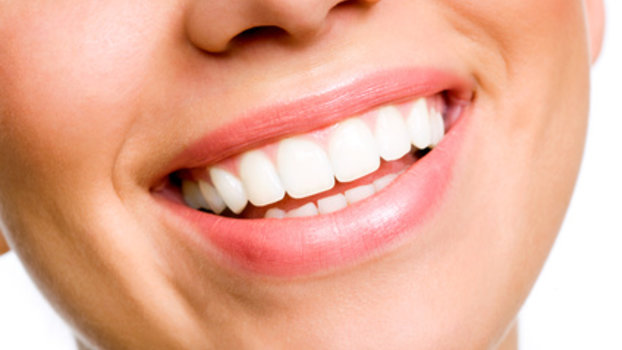 Home Remedies to Whiten Teeth Naturally (Vegan Friendly)